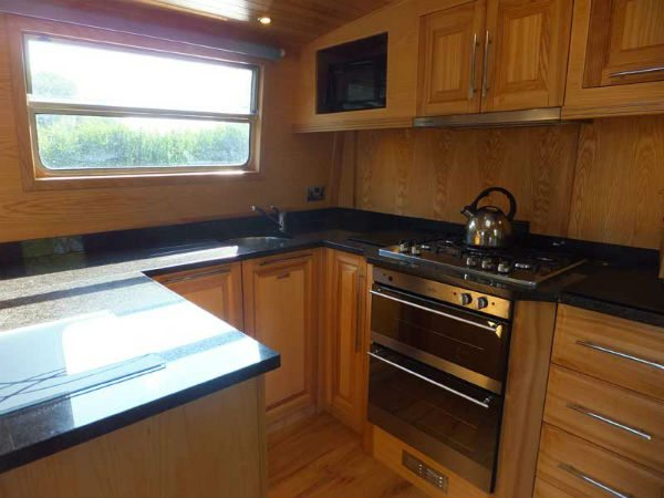 Wide beam boat holidays - Geanna Fully Fitted Kitchen 2