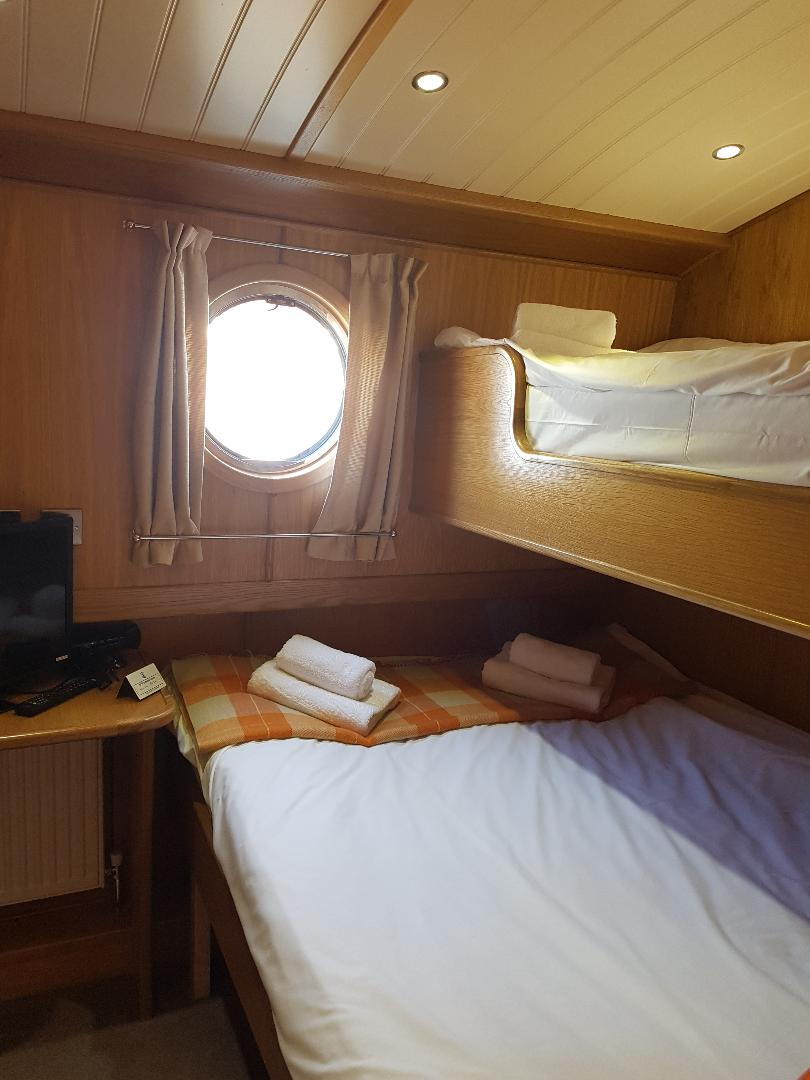 middle cabin king size bed